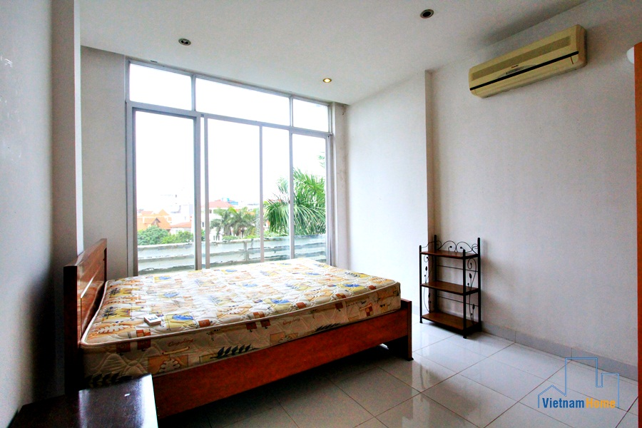 Rented 2 bedroom apartment cheap price in to ngoc van for Cheap four bedroom apartments
